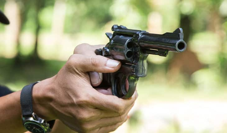 How to Grip a Revolver the Way Experts Recommend