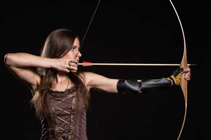 how to aim a long bow