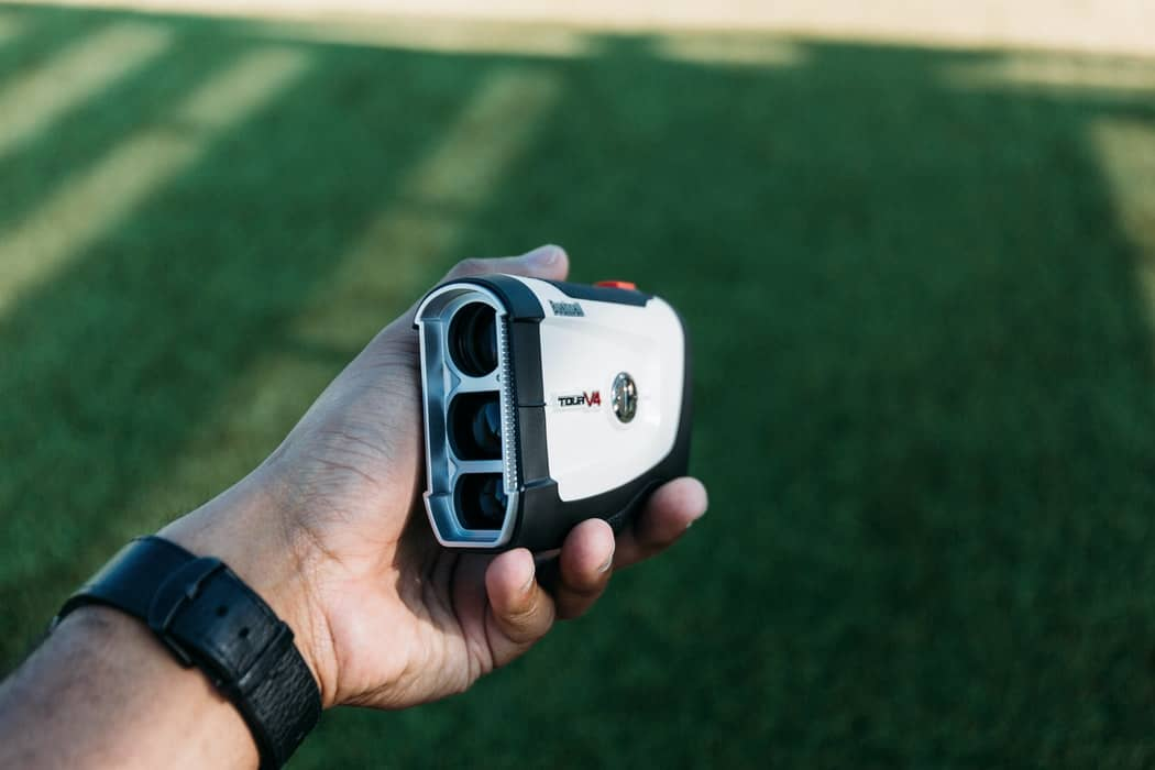 How to Use a Range Finder for Golfing