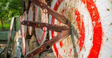 how to throw throwing knives