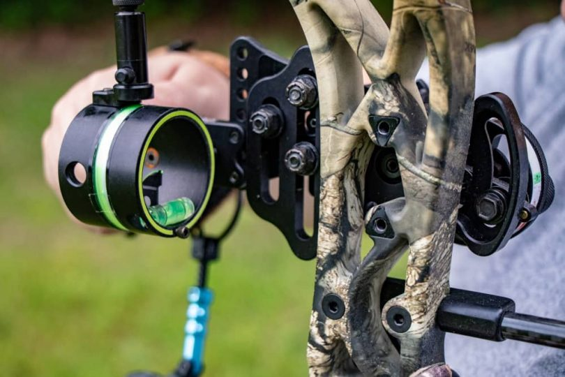 how to use a bow sight